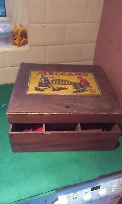 1935 MECCANO SET No5 WITH A FURTHER BOX OF 1000's PARTS - COMBINED WEIGHT 21 lb