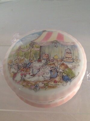 Royal Doulton Brambly Hedge Wedding Trinket Box In Excellent Condition