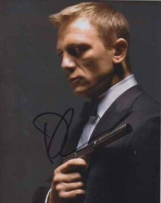 Daniel Craig 007 James Bond Authentic Autograph As James Bond Classic Bond Pose