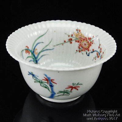 Japanese Arita-Ware Kakiemon Style Fluted Porcelain Bowl 19th Century or Earlier