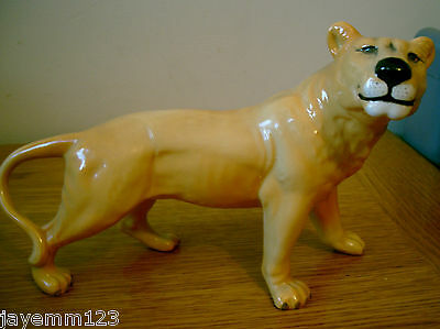 BESWICK LIONESS FACING RIGHT MODEL No 2097 GOLDEN BROWN GLOSS PERFECT CONDITION