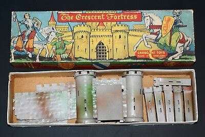 CRESCENT TOYS VINTAGE FORTRESS for LEAD TOY KNIGHTS & SOLDIERS - BOXED...!!