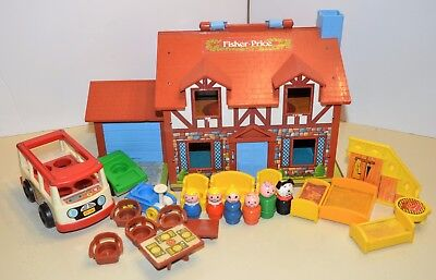 vintage FISHER PRICE Little People Brown Tudor HOUSE + Accessories + people 1980