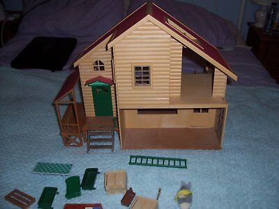 Sylvanian families vintage House with few bits furniture and accessories