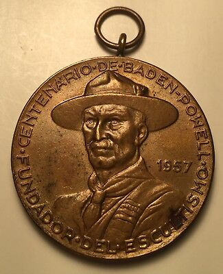 BOY SCOUTS BADEN-POWELL MEDAL 1957, Bronze 35 mm, SPANISH LANGUAGE OBVERSE !