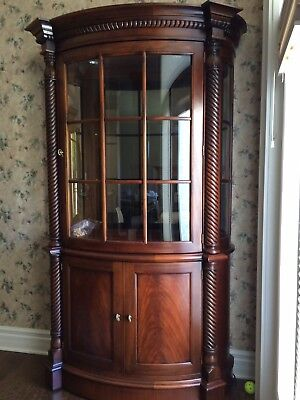 Henredon Mahogany Lighted Curved Front China Cabinet