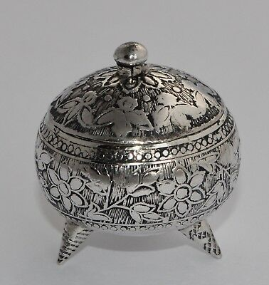 Vintage 800 Silver Pill Box - Chased Floral Decoration - 3 Feet - 22g