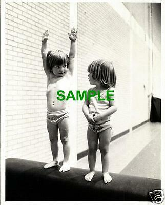 Original 1977 Press Photo Simon & Nicola Grace Gymnasts - Pauline Prestidge