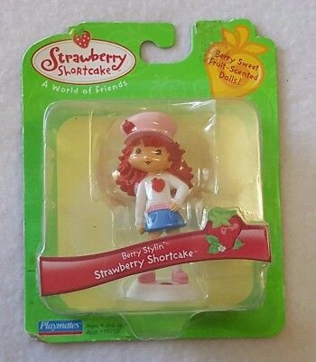 Strawberry Shortcake Toy Action Figure 2006 Playmates Berry Stylin White Shirt