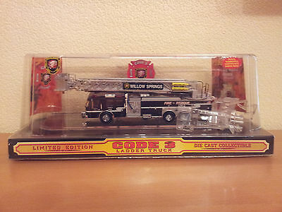 Code3 Modellauto Wollow Springs Fire Department Ladder Truck