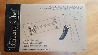 Pampered Chef Cookie Press Model 1525 w/ 16 different discs shapes NIB