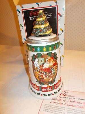 """NEW Coca Cola 2001 """"MUSICAL CHRISTMAS TREE"""" Stein CS 419 Issued No. 00891"""