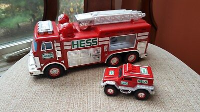 2005 Hess Fire Truck with Rescue Vehicle  * Working Lights *