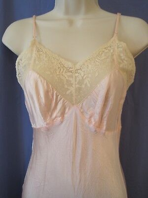 extra small vintage 1940s PINK RAYON BIAS CUT SLIP WITH LACE xs