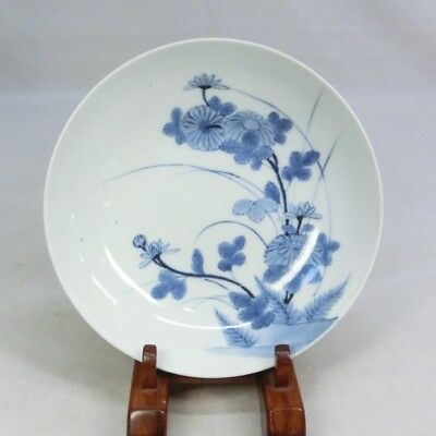 B922: Japanese OLD NABESHIMA blue-and-with porcelain plate with flower painting