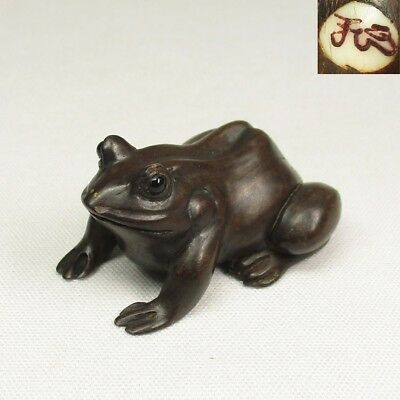 D051: Very cute Japanese wood carving small frog statue with artist's sign