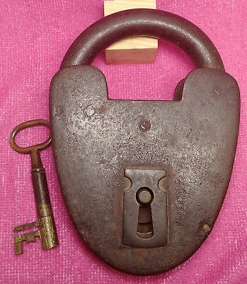Antique Very Big 7 Inch 4.2LB English Padlock With Brass Key