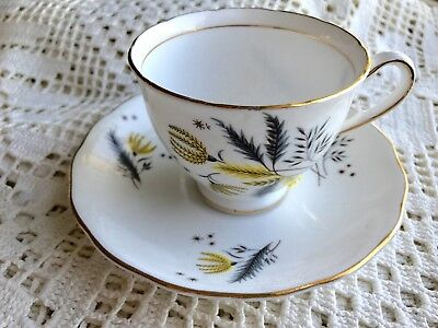 ==   Collectables dish cups and saucers bone china decorative Colclough England