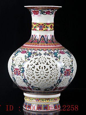 Chinese Porcelain Hand-painted Hollow Vase W Qing Dynasty QianLong Mark CQLK08