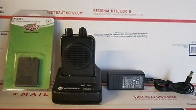 Motorola MINITOR V 5 Pager Low Band 45 - 49 MHz, 2-CH SV w/Charger & NEW BATTERY