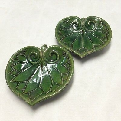 D100: Rare! Japanese OLD ORIBE pottery pair of small plate of hollyhock leaves