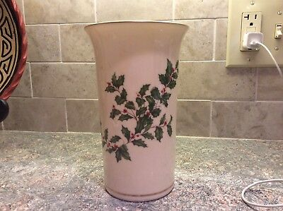 Lenox Holiday Christmas Round Vase 24K Trim Hand Decorated Holly Berries USA
