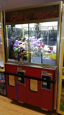 Big Choice Claw Machine Arcade Game Two Player Filled with nice Prizes and Plush