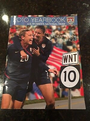 2010 US Soccer Women Yearbook - 6 autographs Wambach, Solo & More