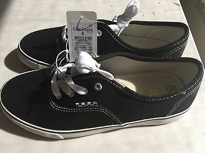 Boys Shoes Size 5 BNWT *Free Postage* Canvas Casual Shoes