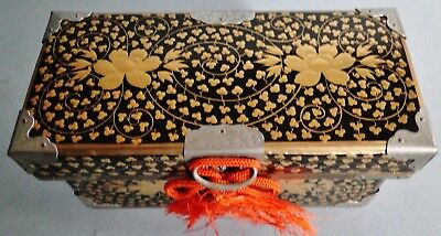 Antique Finely Decorated Japanese Maki-E Gold Lacquer Hinged Lid Box Meiji 1900
