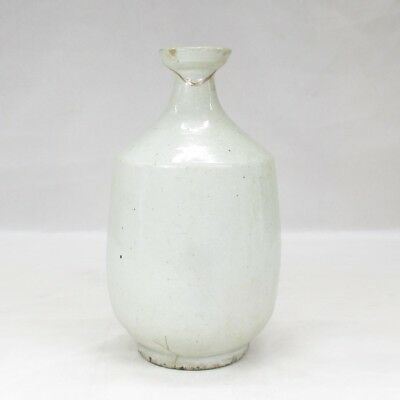 D223: REAL old Korean Joseon-Dynasty white porcelain bottle of appropriate tone
