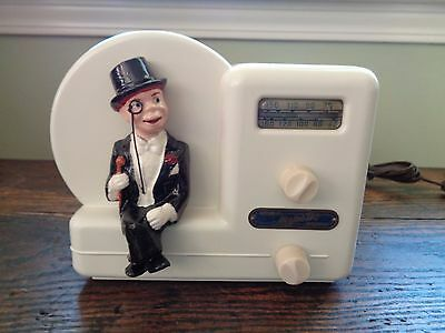 Majestic Charlie McCarthy radio in beautiful condition and plays!