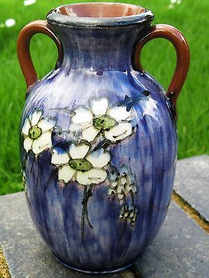 Longpark Torqay  6.25 in vase  Lovely daisy decoration on a rich blue background