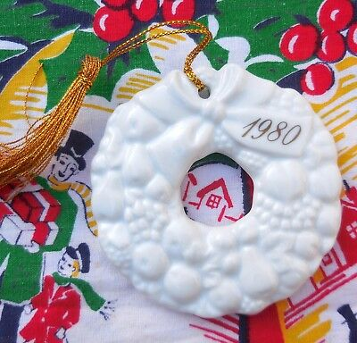 Avon 1980 Remembrance Ceramic Wreath Christmas Ornament Made in Japan