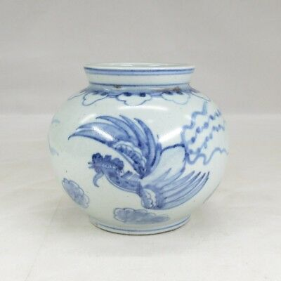 D236: Korean Joseon-Dynasty style blue-and-white porcelain vase with good tone