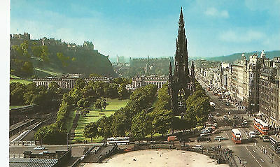 EDINBURGH PRINCES STREET + CARS + BUSES  POSTCARD  + SCOTTISH STAMP 1970s