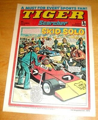Tiger Comic  9/10/1976  With Stunning Wolves  Team  Colour Centrefold Poster