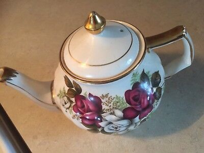 Burgundy Gold Trim Antique Tea Pot-Sadler England. Marked 9427, Excellent Cond.
