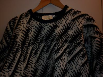 VINTAGE 1980s BLACK AND WHITE SIZE M WOOL JUMPER EXCELLENT CONDITION