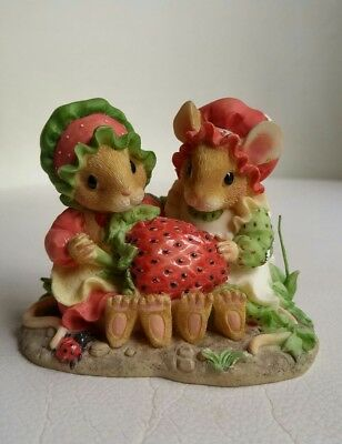 Enesco Strawberry Shortcake Priscilla's Mouse Tales. 1997 Priscilla Hillman