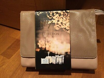 Luxury no7 beautiful skin the weekend collection gift set wash bag skincare £25