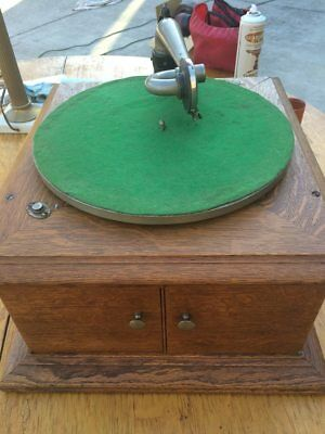 Victor Talking Machine - Table Top - Model Vi