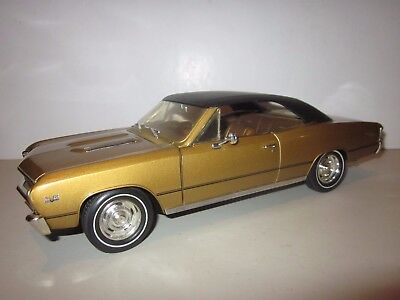 Ertl American Muscle 1:18 Scale 1967 Chevrolet Chevelle Ss396 Gold/tan Rare!