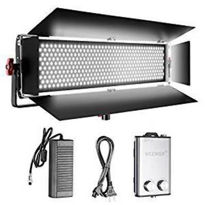 Neewer Dimmable Bi-color SMD LED with U Bracket and Barndoor Professional Video