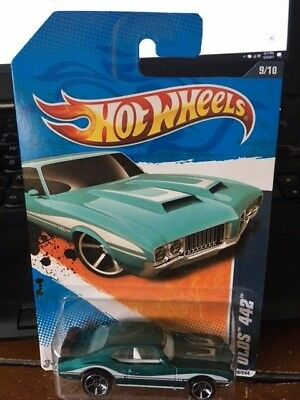 2011 Hot Wheels Muscle Mania Olds 442 #109 With HW Logo on Windshield