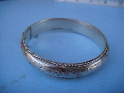 Vintage HALLMARKED ANTIQUE Sterling Silver ENGRAVED HINGED BANGLE BRACELET