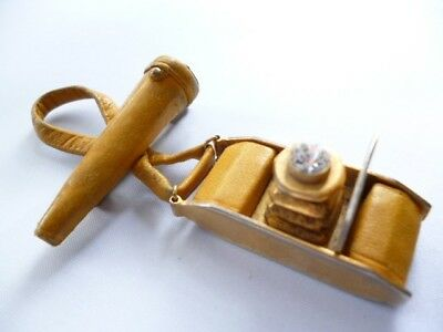 """VINTAGE 1940s RETRO LEATHER OLD FASHIONED CAMERA PHOTO FILM CASE BROOCH PIN 3"""""""