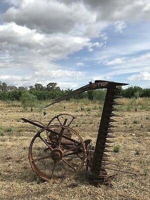 ANTIQUE RUSTIC INDUSTRIAL McCORMICK DEERING HARVESTER. PICK UP YARROWEYAH,VIC