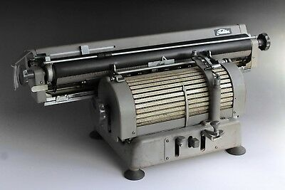 Rare VINTAGE JAPANESE TOSHIBA TYPEWRITER 1400 characters drum. Wide carriage