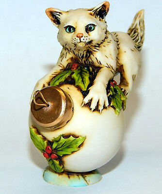 Harmony Kingdom Artist Neil Eyre Designs Christmas Ornament Cat kitten Holly